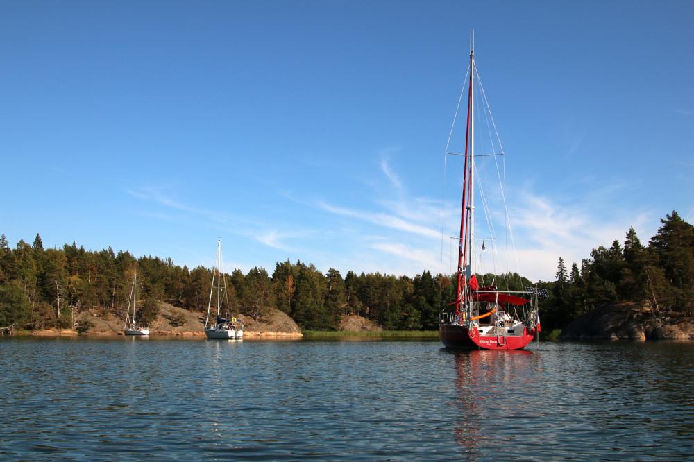 Notre deuxième mouillage, à Ringsön-Hummelviksfjärden (58°44,74N 17°26,50E) était magnifique, bien protégé, constitué de plusieurs îles et donc de plusieurs plans d'eau avec de la place pour quelques centaines de bateaux.